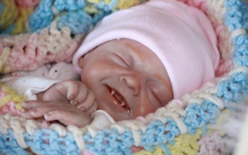 La poupée reborn vampire - Idée cadeau pourrie de noël !