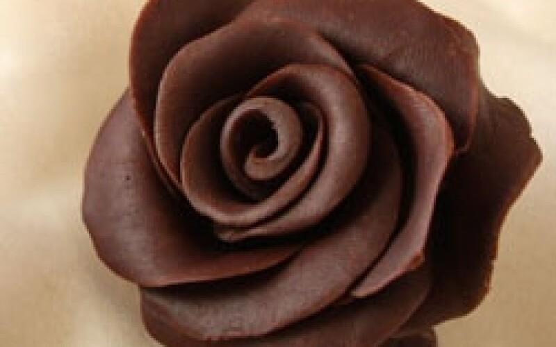 Comment réaliser un décor en chocolat ? L'astuce vous attends ici
