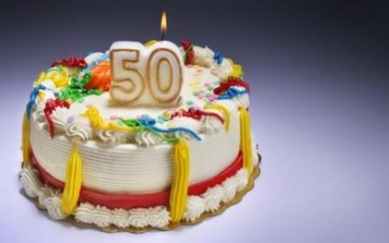 50 ans : Réaliser une invitation anniversaire 50 ans