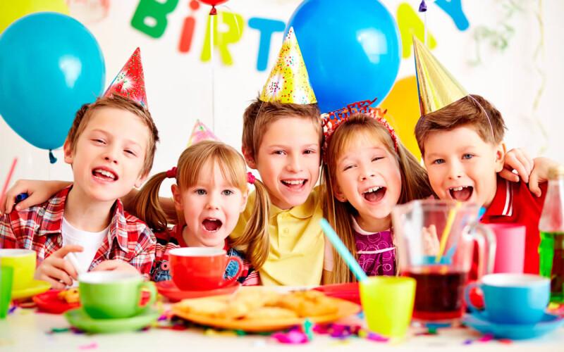 Organiser un anniversaire enfant : Idées, jeux et conseils